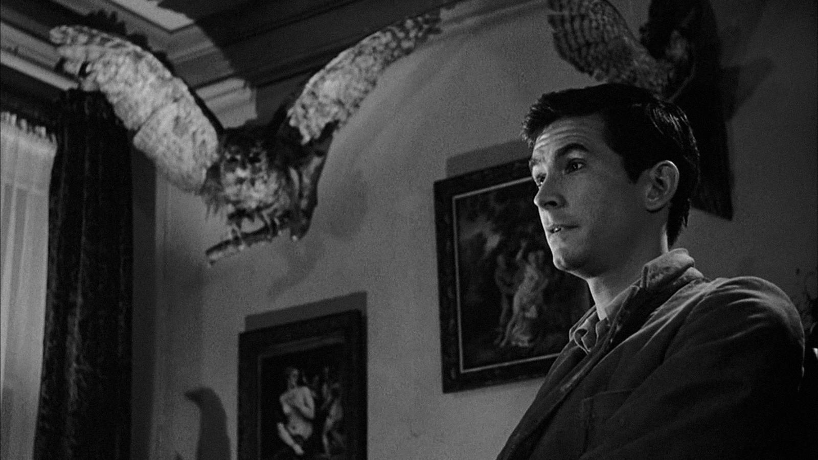 11 فیلم ترسناک کلاسیک که حتما باید ببینید